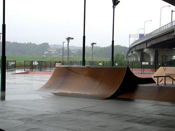 20100923_新横浜スケボー広場_雨RIMG0322.jpg